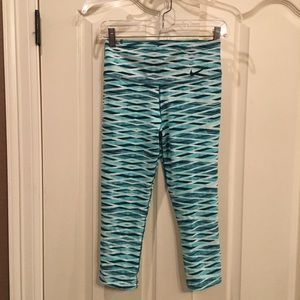 NIKE Women's Dri-Fit Capri Leggings Size S EUC